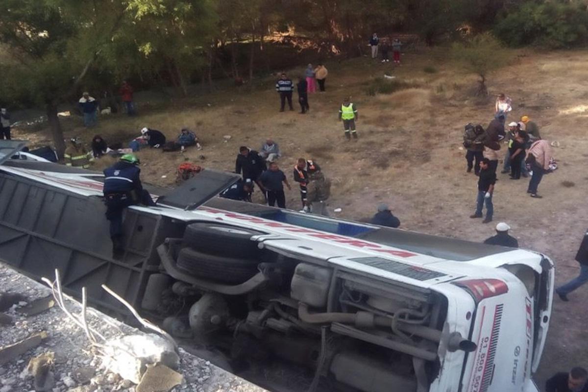 autobús, San Luis Potosí, puente, accidente carretero,