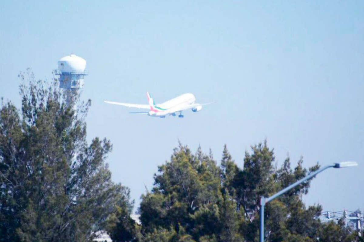 Así fue el adiós del avión presidencial (Twitter)