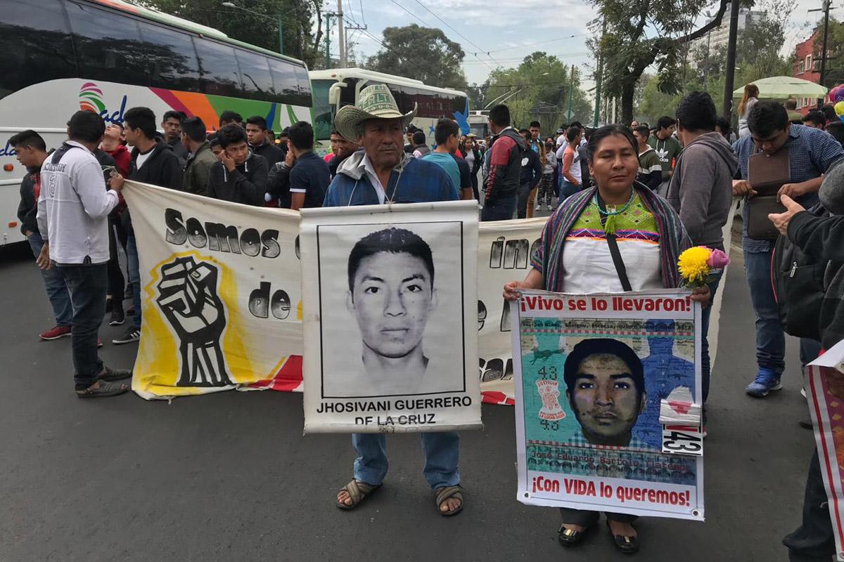 Ayotzinapa, Padres, Normalistas, Basílica, 43 estudiantes,