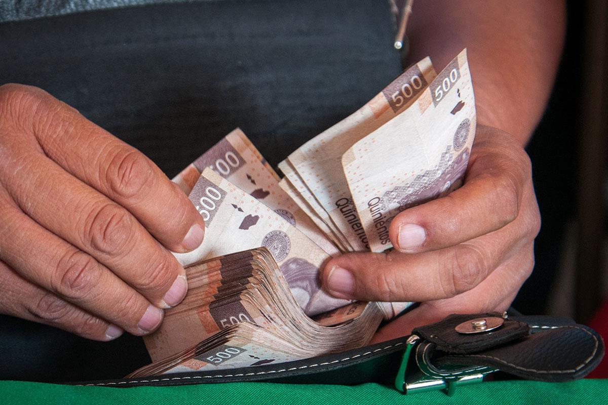 billetes, dinero, pesos, salario mínimo