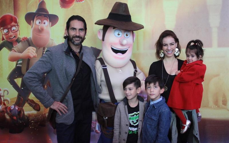 Claudia Lizaldi familia