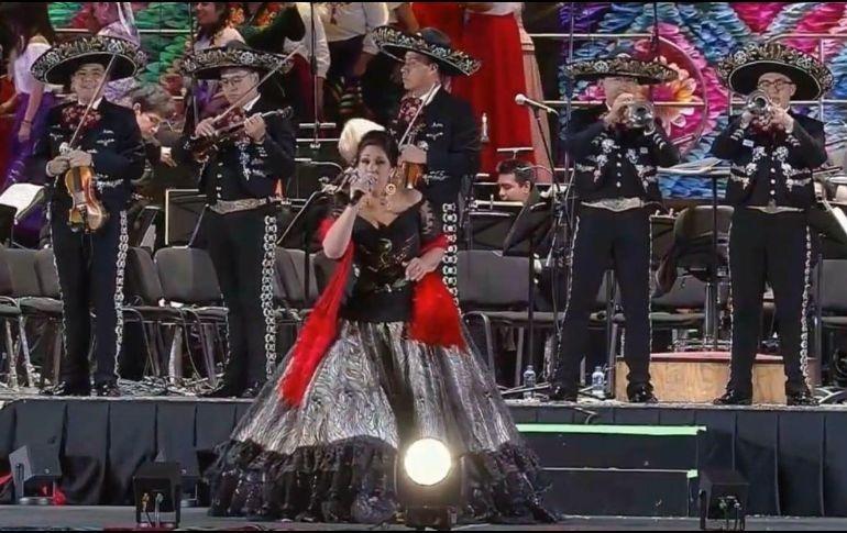 Regina Orozco en el Zócalo