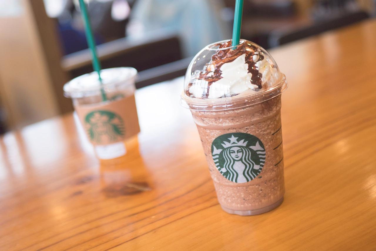 Starbucks, adultos mayores, café, azucar