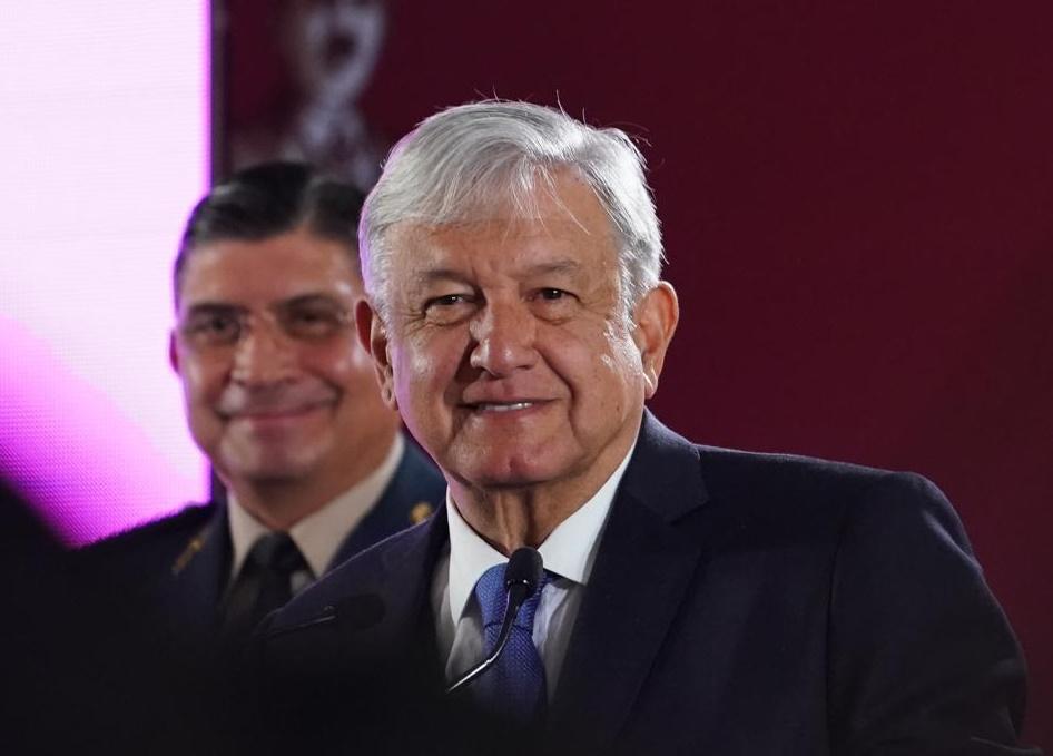 Andrés Manuel López Obrador réplica