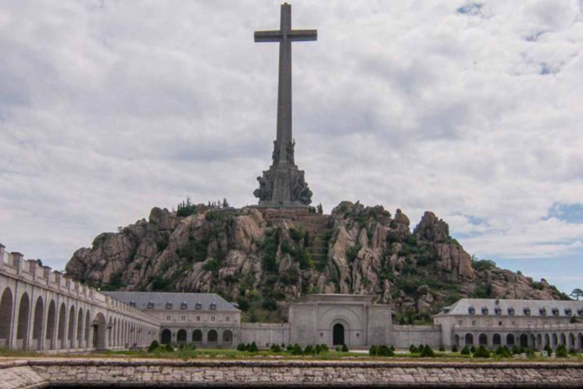 Francisco Franco, Exhumación, España, Valle de los caídos, Ley de Memoria Histórica,