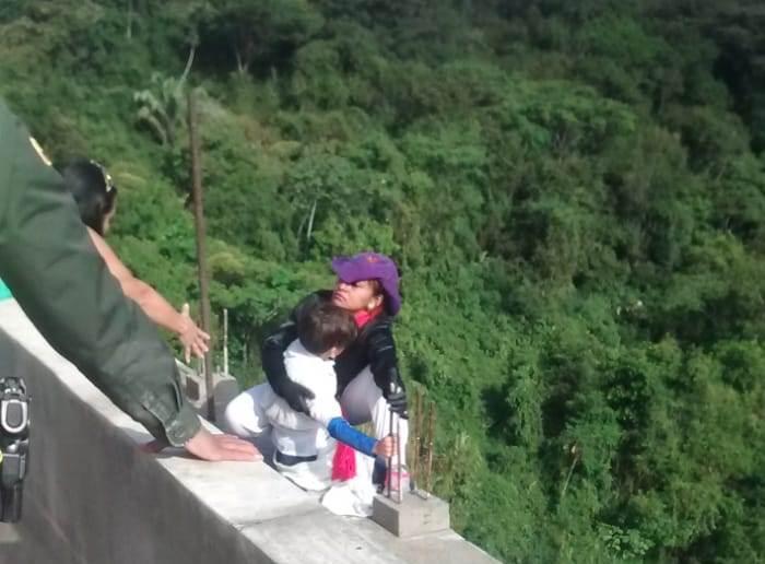 ibague, suicidio, mujer, colombia, puente