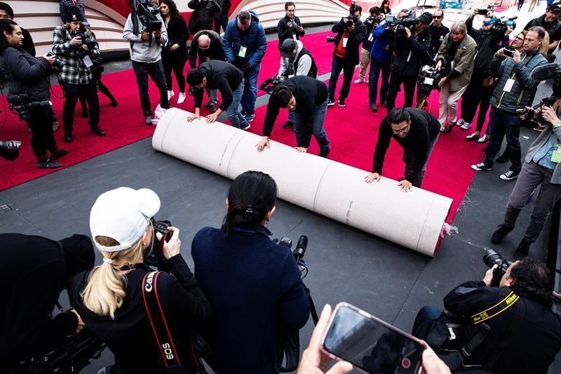 colocan alfombra roja para el Oscar