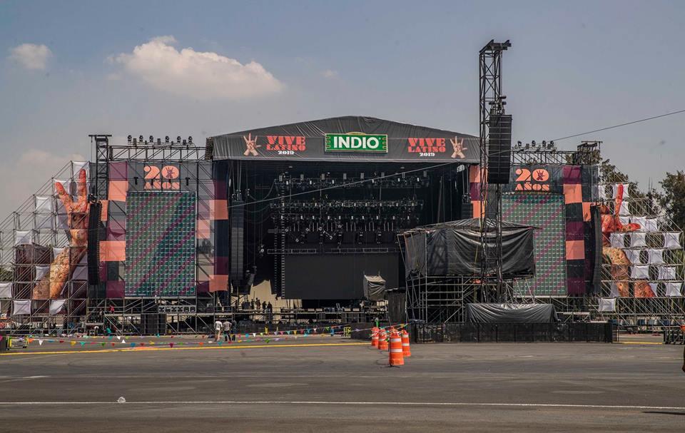 Montaje de los escenarios del Vive Latino/ Fotos: Cortesía Lulú Urdapilleta
