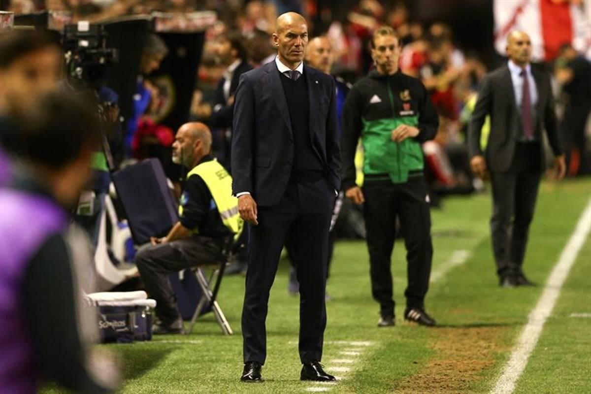 Explotó Zidane contra sus jugadores. Foto: EFE