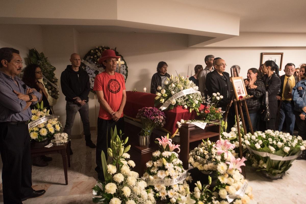 90401135. México, 1 Abr 2019 (Notimex-Alejandro Meléndez).- En la funeraria Gayosso ubicada en la calle de Colima 254, en la Colonia Roma Norte de la Ciudad de México, amigos y familiares dan el último adiós a Armando Vega Gil, exintegrante del grupo de rock Botellita de Jeréz. NOTIMEX/FOTO/ALEJANDRO MELÉNDEZ/STAFF/ACE/