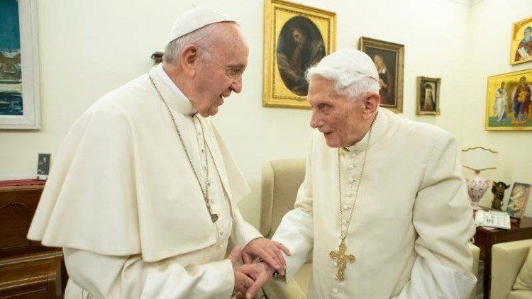 pontífices católicos eméritos