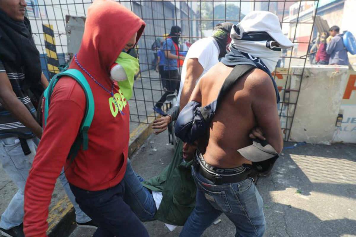 Protestan cientos en calles de Caracas contra Maduro (EFE)