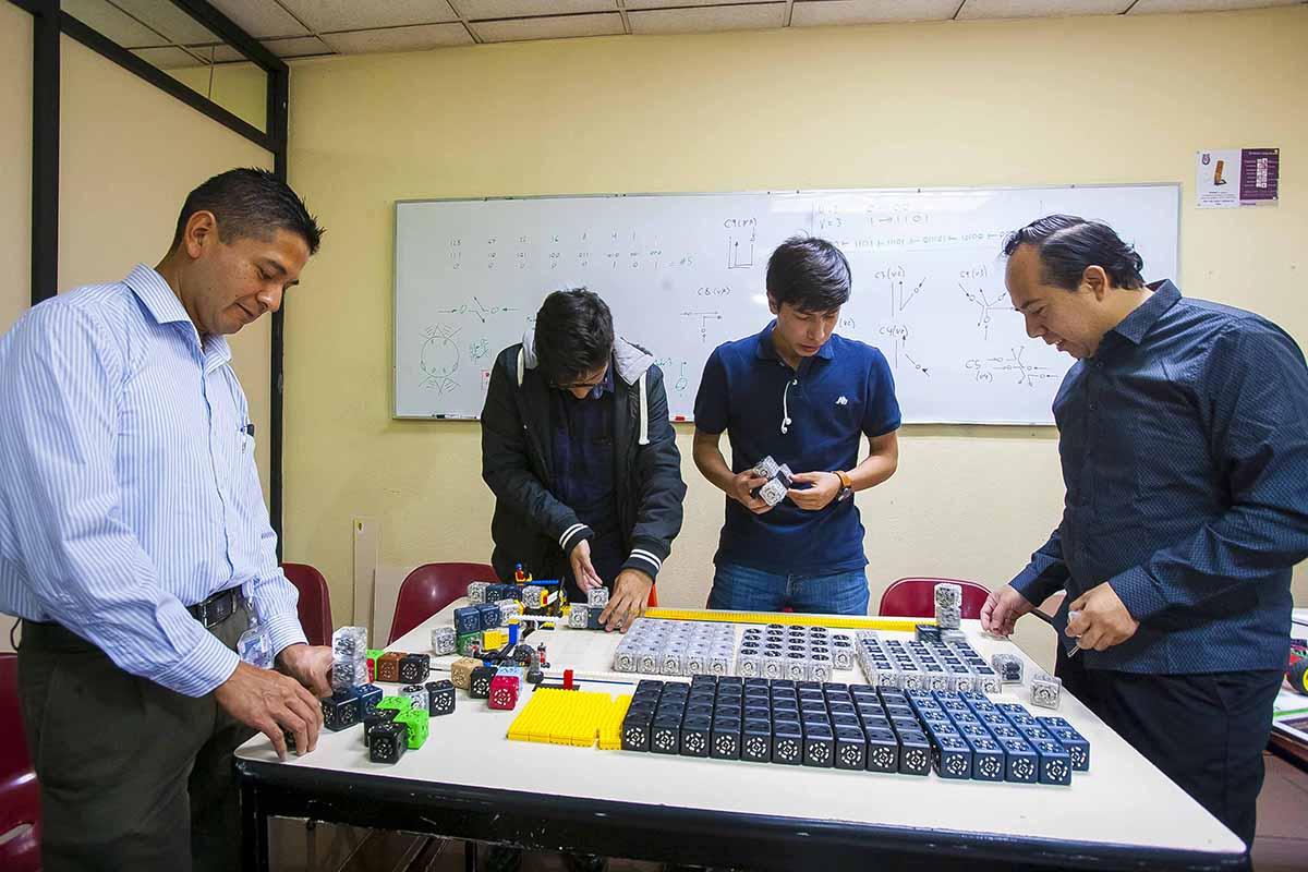 Robots, Cubelets, Instituto Politécnico Nacional, IPN, Eric Schweikardt, Modular Robotics,