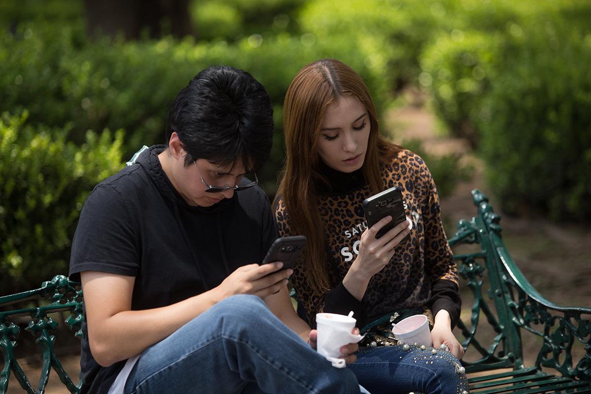 jóvenes, generación muda, teléfonos celulares, móviles,