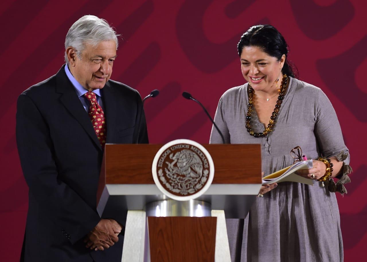 Alejandra Frausto explica polémica en Bellas Artes