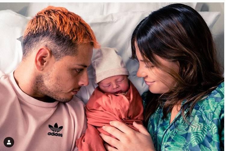 Chicharito presumió en redes su paternidad. Foto: Instagram