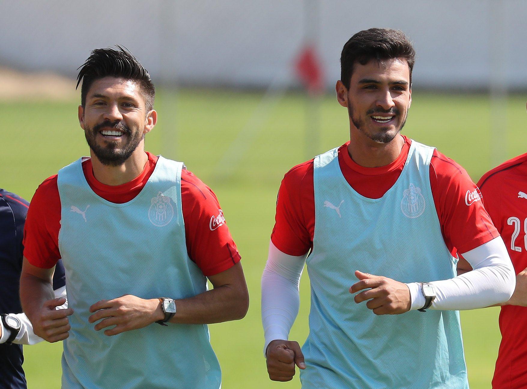 Oribe Peralta entrena con Chivas. Foto: Twitter