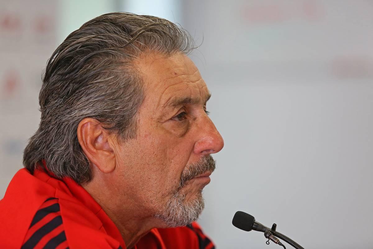 Tomás Boy apoya a Oribe Peralta. Foto: Cuartoscuro