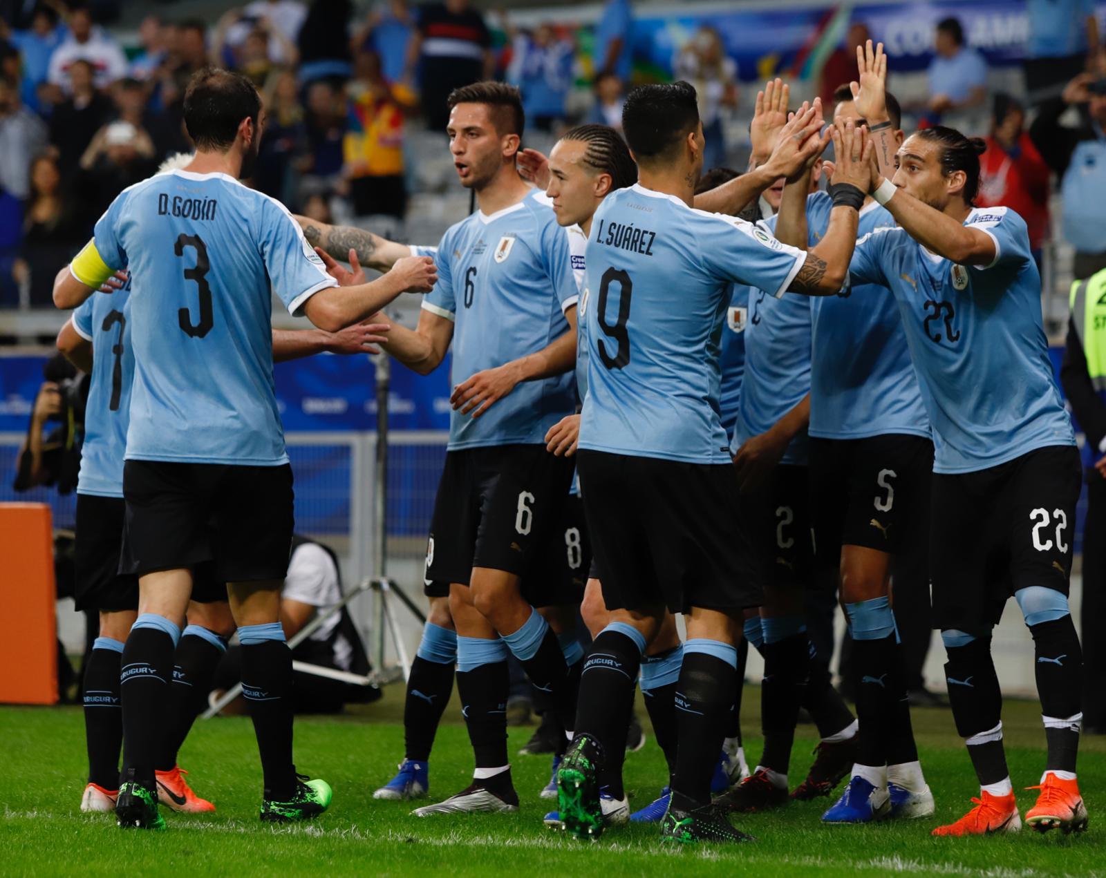 Uruguay le pegó a Ecuador. Foto: Twitter
