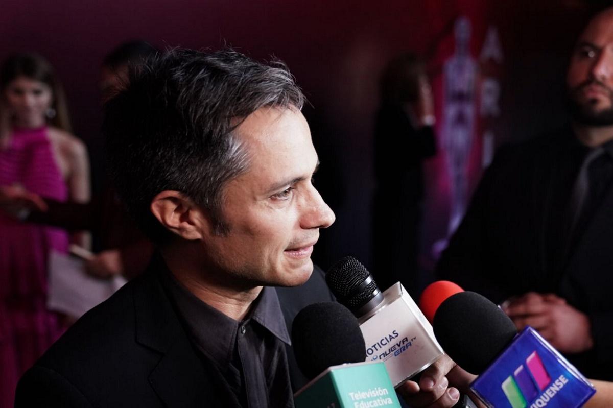 Gael Garcia, a su llegada en los Premios Ariel 2019, a lo mejor del cine