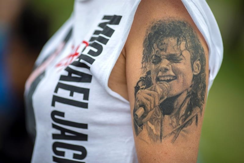 Fans rinden tributo a Michael Jackson