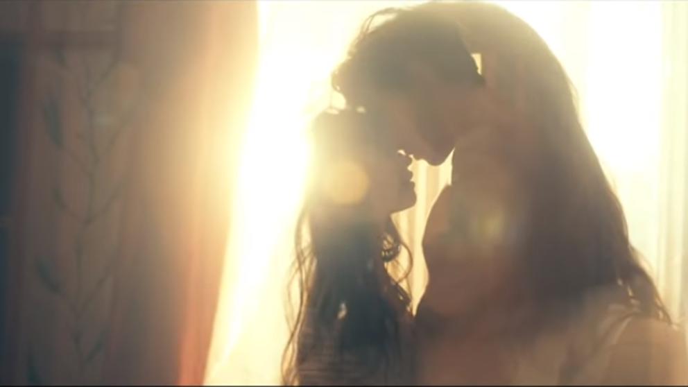 """Imagen del video """"Señorita"""""""