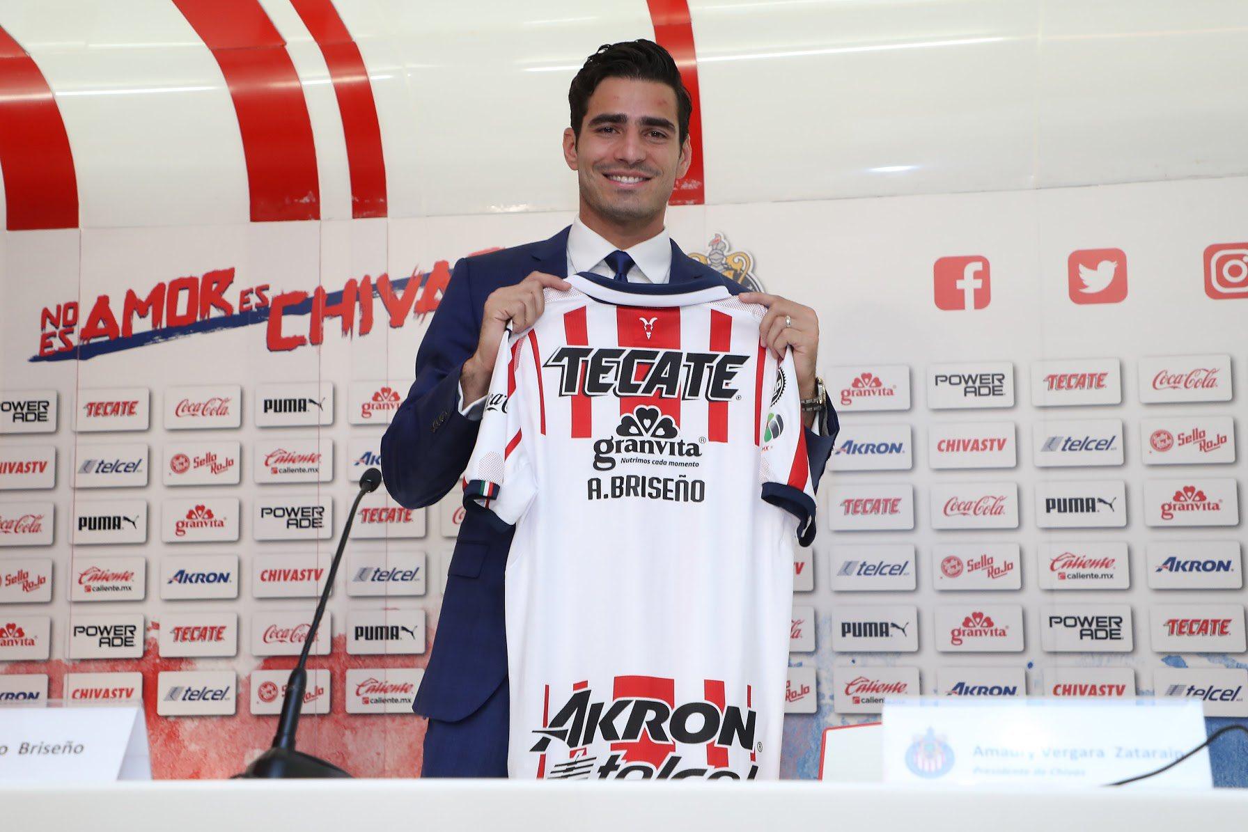 Antonio Briseño buscará ganarse un lugar en Chivas. Foto: Twitter