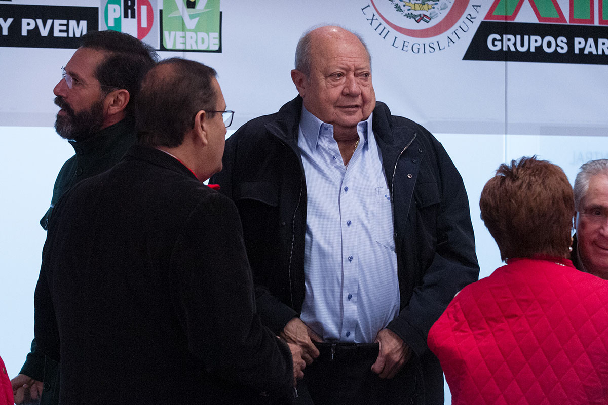 Carlos Romero Deschamps, secretario general del sindicato de trabajadores petroleros, Fiscalía General de la República, FGR, amparo,