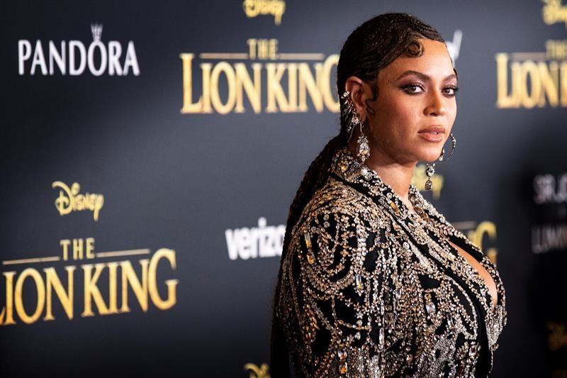 Beyoncé en la premier de El Rey León