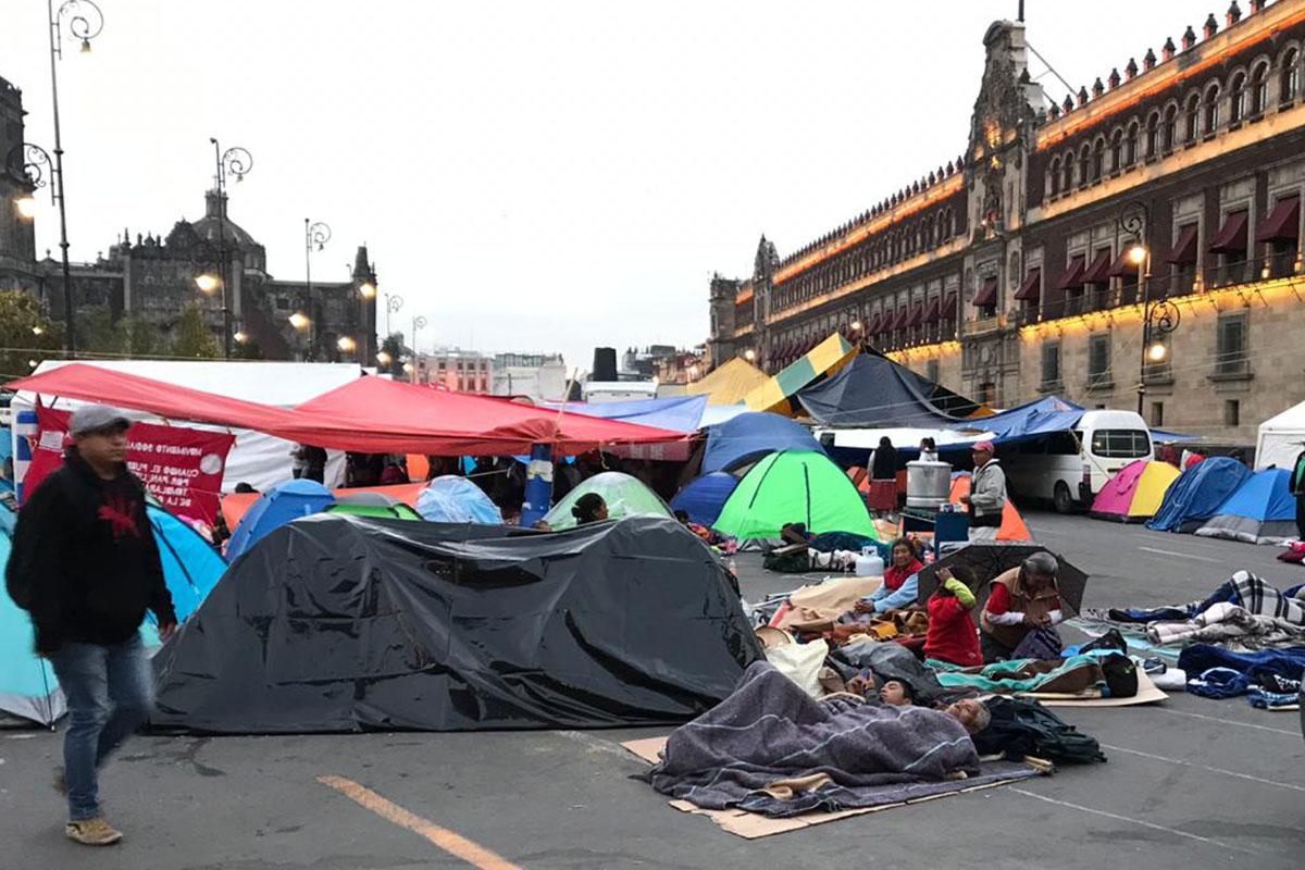 Palacio Nacional, campesinos, plantón, Obreros, López Obrador,