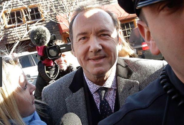 Kevin Spacey al llegar a la corte