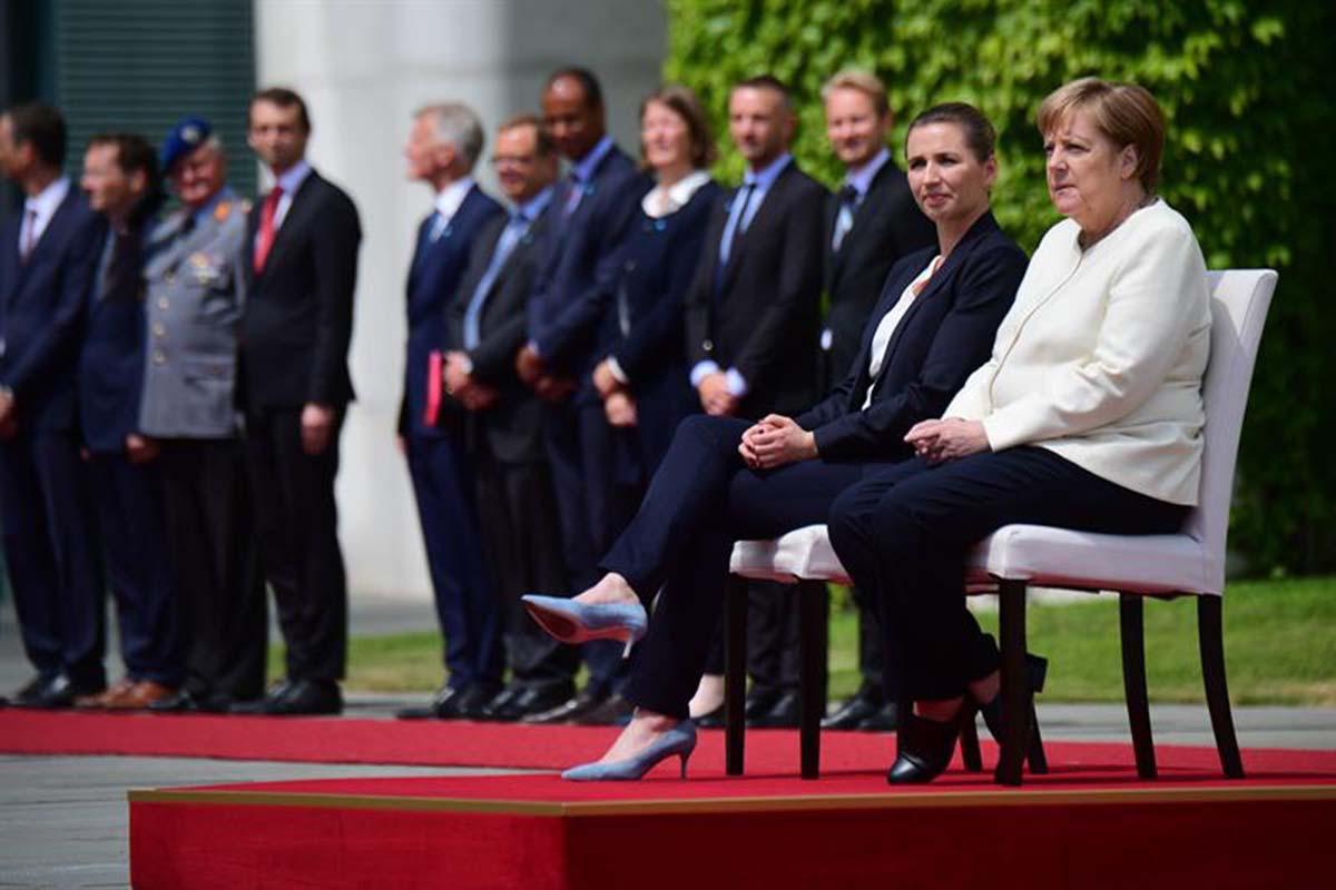 canciller alemana, Angela Merkel, temblores, sentada, espasmos,