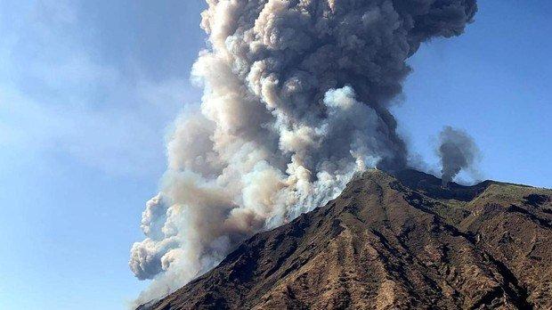 volcán estrómboli, Italia, erupción