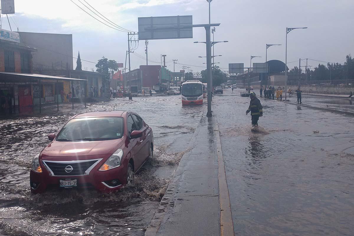 Inundación, Calzada Zaragoza, Metro, Santa Martha, caos vial,