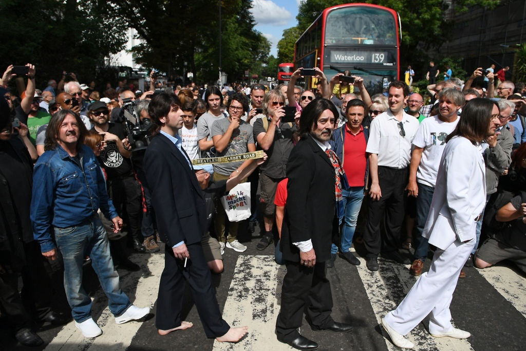Fans recrearon la escena en Abbey Road