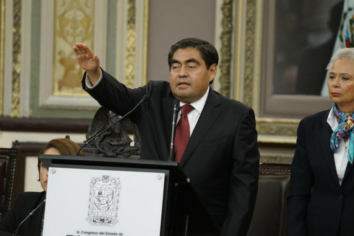 Miguel Barbosa, asume gubernatura (Twitter)