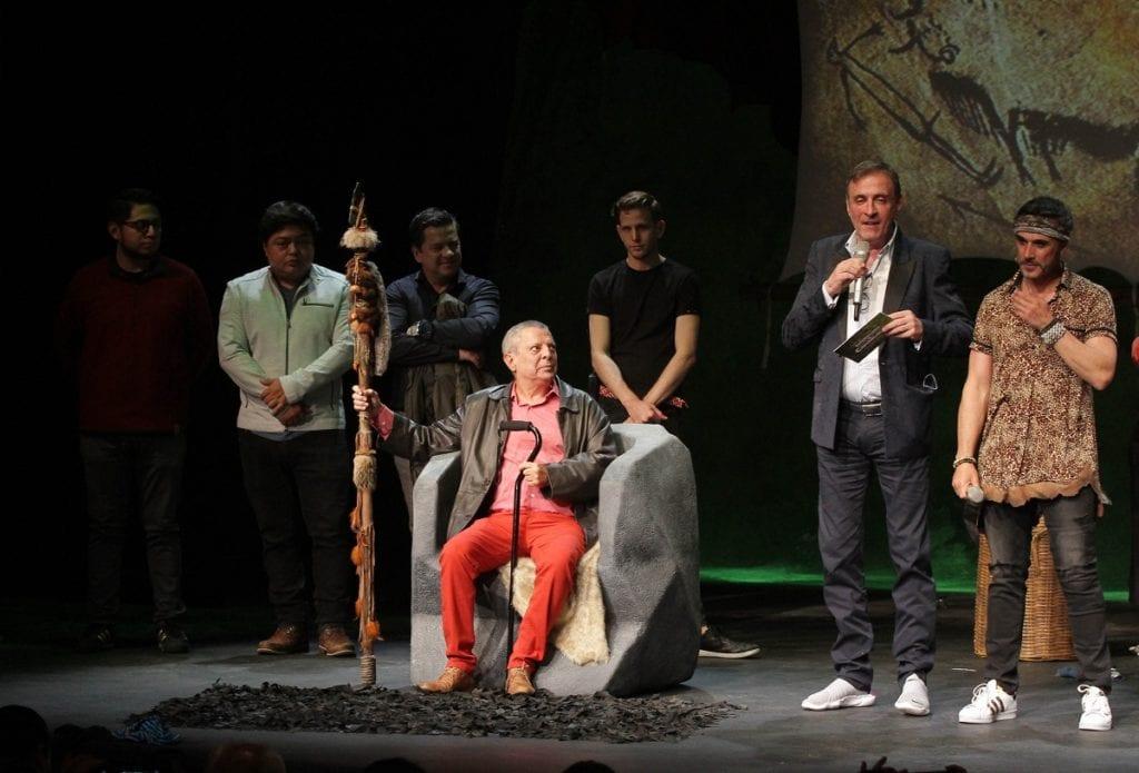 """90809003. México, 9 Ago 2019 (Notimex-Gustavo Durán).- El Diputado Federal Sergio Mayer retoma los escenarios con la pieza teatral """"Defendiendo al Cavernícola"""", en la cual se abordan los problemas de pareja, vistos desde el lado masculino. Imagen del estreno de la Obra a la que acudió Cesar Bono anterior protagonista de la pieza. Ciudad de México, 8 de agosto de 2019. NOTIMEX/FOTO/GUSTAVO DURÁN/GDH/ACE"""