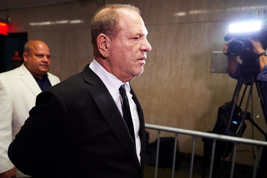 Harvey Weinstein llegó esposado ante el juez/Fotos: EFE