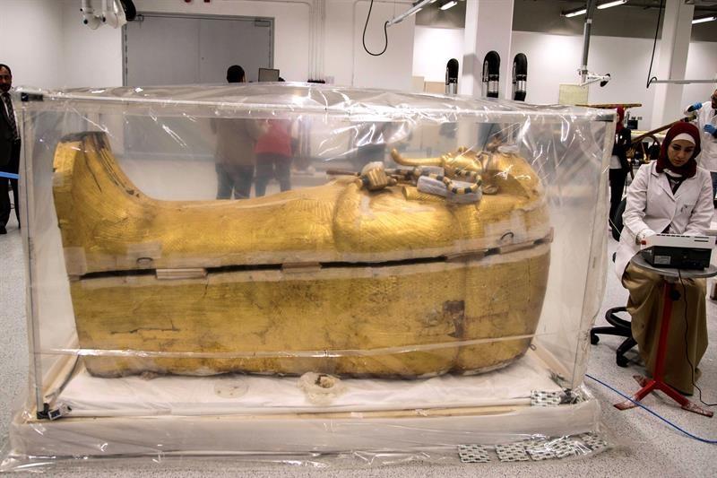recuperación del sarcófago exterior de Tutankamón