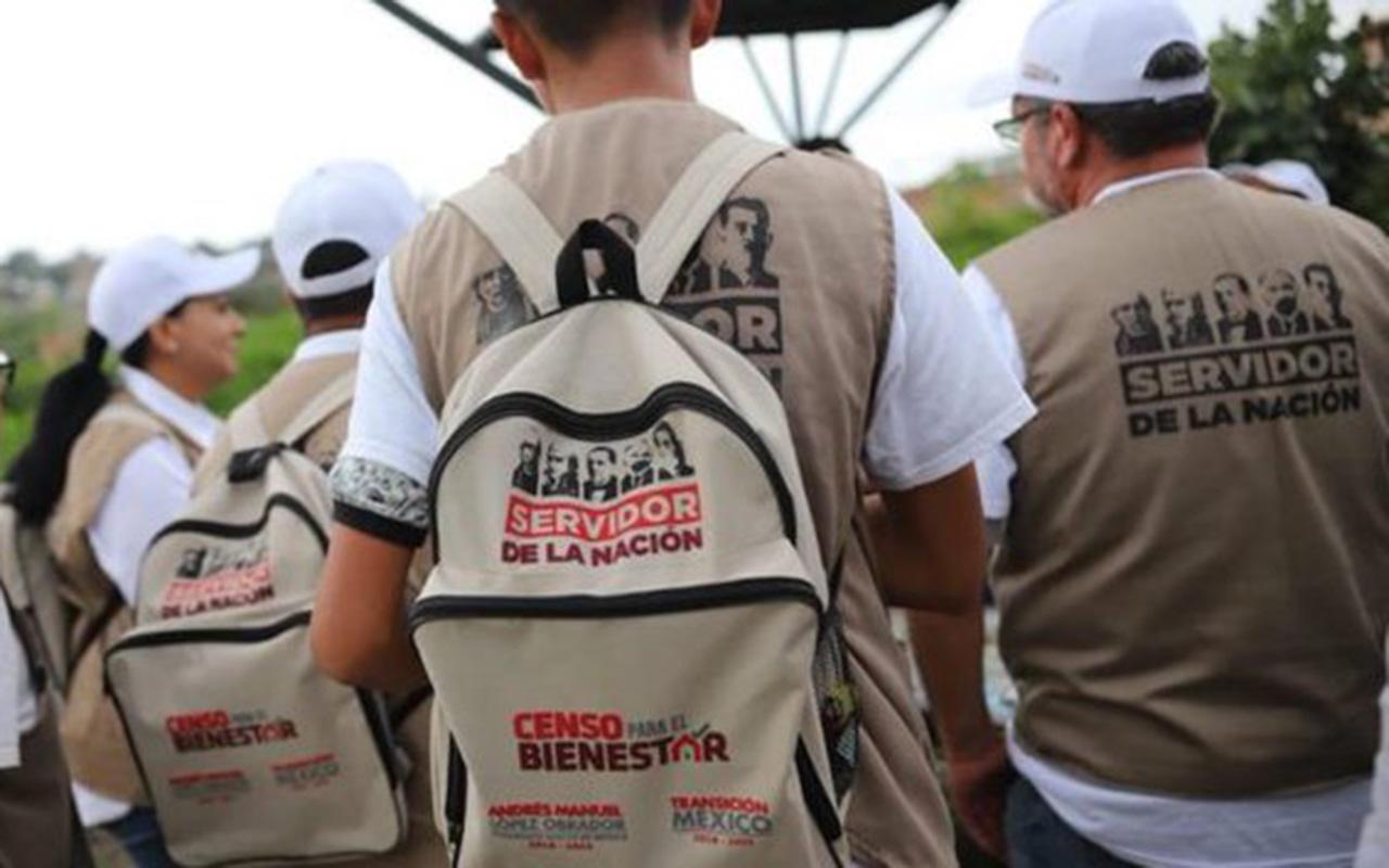 Servidores de la Nación, AMLO, chalecos, gorras, mochilas, Gafetes,