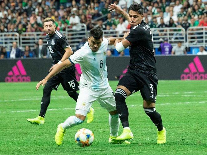 Salcedo ante Argentina. Foto: Twitter