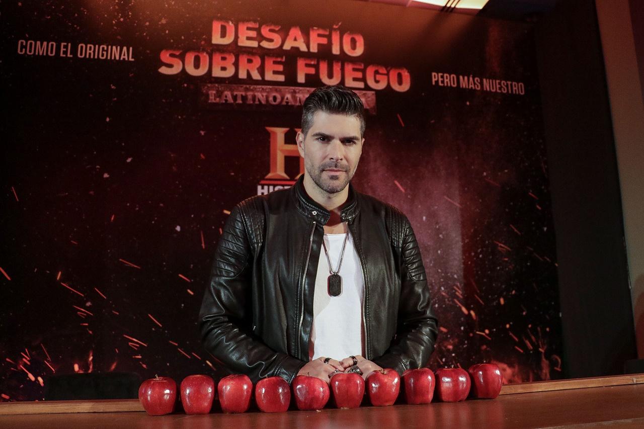 Juan Pablo Llano presentador de Desafío Sobre Fuego LATAM T2