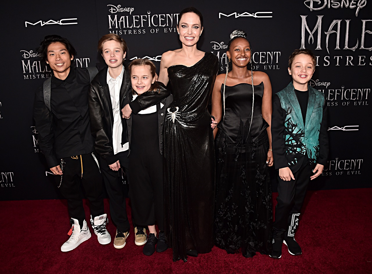 "MALEFICA HOLLYWOOD, CALIFORNIA - SEPTEMBER 30: (L-R) Pax Thien Jolie-Pitt, Shiloh Nouvel Jolie-Pitt, Vivienne Marcheline Jolie-Pitt, Actor Angelina Jolie, Zahara Marley Jolie-Pitt, and Knox Léon Jolie-Pitt attend the World Premiere of Disney's ""Maleficent: Mistress of Evil"" at the El Capitan Theatre on September 30, 2019 in Hollywood, California. (Photo by Alberto E. Rodriguez/Getty Images for Disney)"