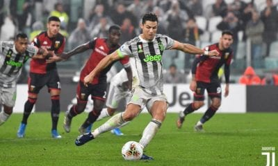 Juventus le pegó a Genoa. Foto: Twitter