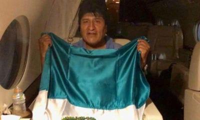 Evo Morales ya dentro del avión mexicano (Especial)