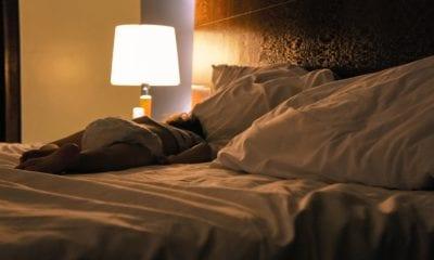 El dormir con luz afecta a la salud. Foto: Pixabay