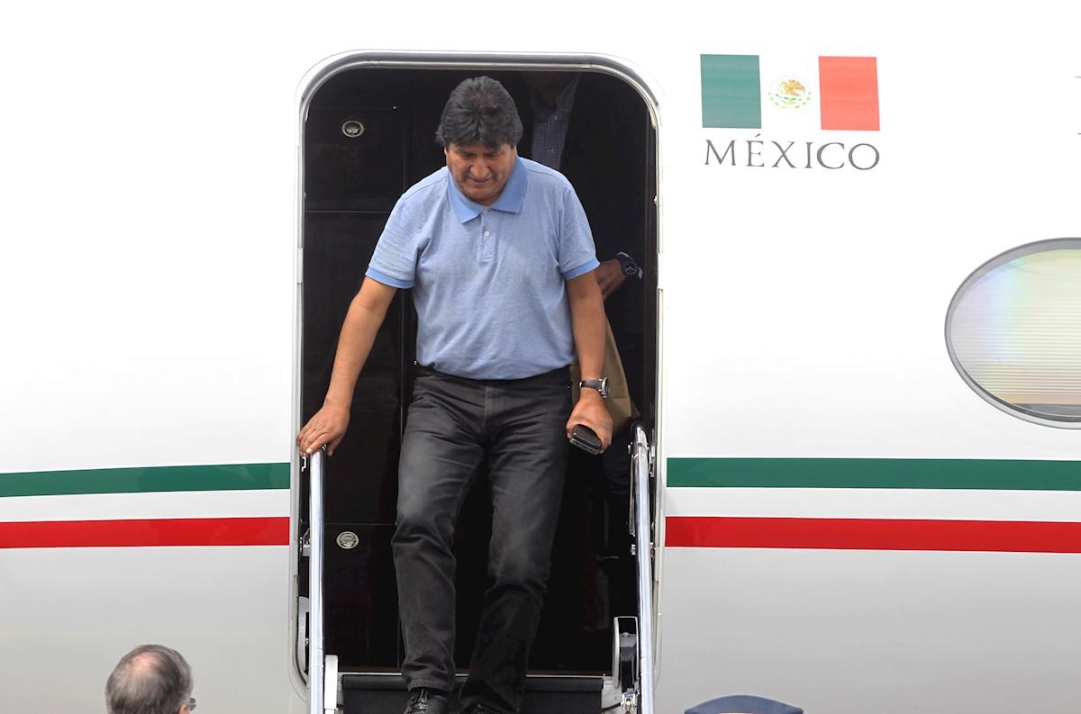 Evo Morales al aterrizar en la Ciudad de México. Foto: EFE