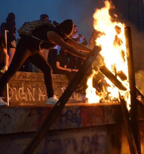 Feministas destrozan monumentos e iglesias de la CDMX