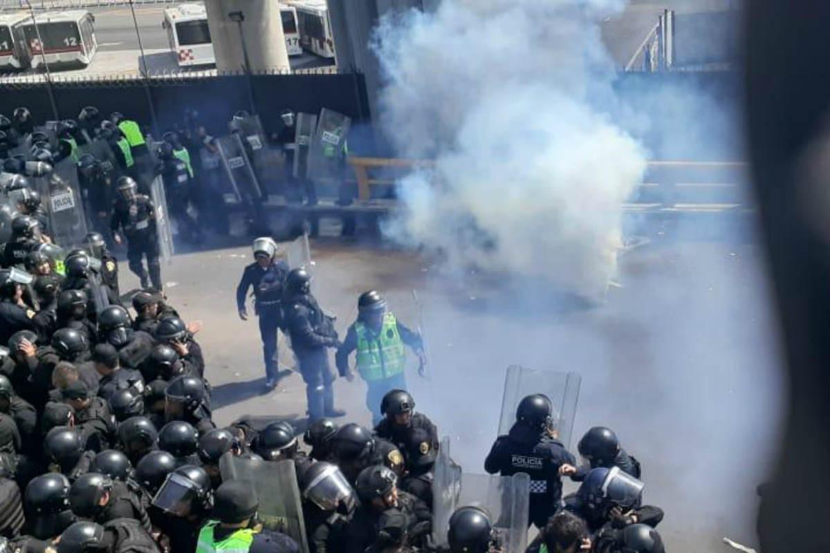Disidentes arrojan gas pimienta (Especial)