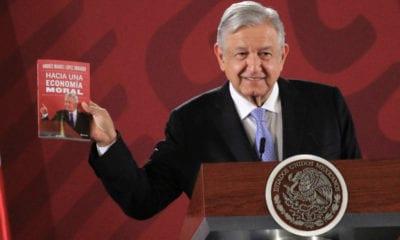 """AMLO presenta el libro """"Hacía una economía Moral"""""""